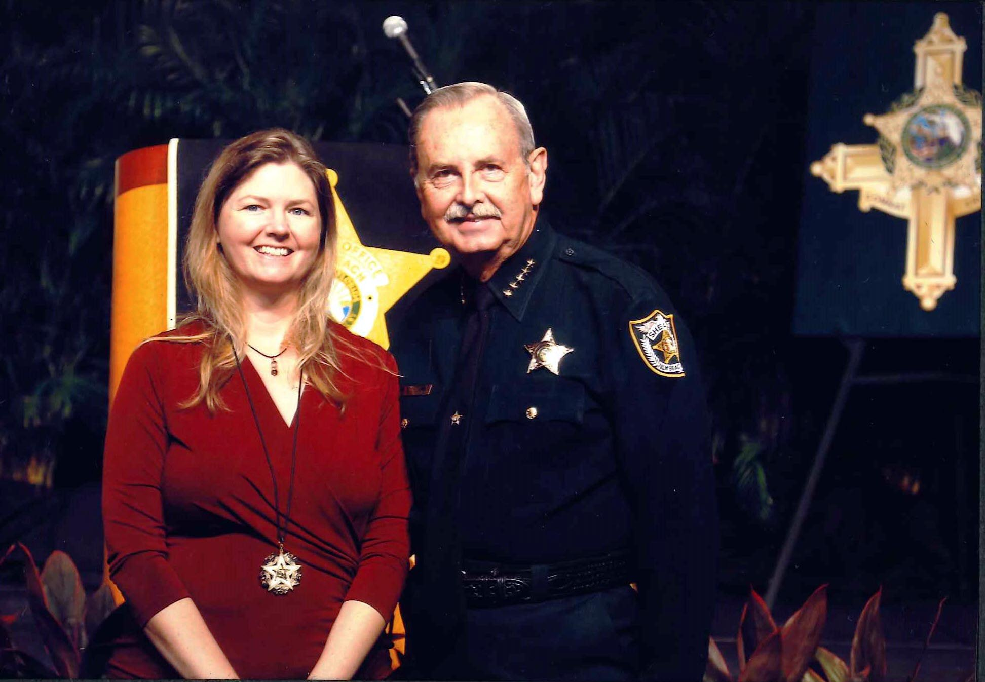 /SiteImages/Newsroom/1118/Lisa and Sheriff Bradshaw.jpg